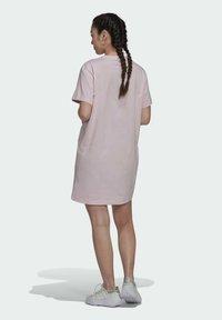 adidas Originals - ORIGINALS TREFOIL MOMENTS DRESS LOOSE - Vestido ligero - pink - 2