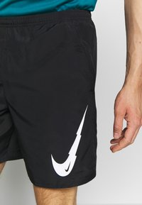 Nike Performance - RUN SHORT - Pantalón corto de deporte - black/white - 4