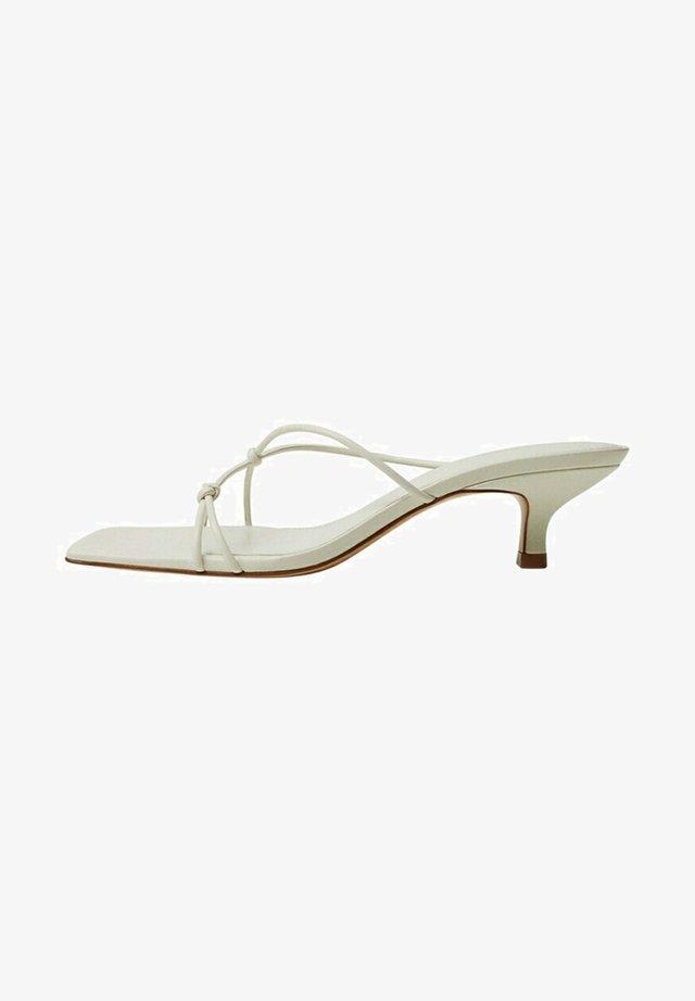 SIMILAR - Sandaalit nilkkaremmillä - blanco roto