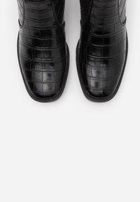 ONLY SHOES - ONLBLUSH STRUCTUR BOOT  - Støvletter - black - 5