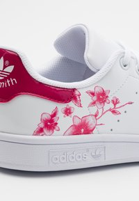 adidas Originals - STAN SMITH SPORTS INSPIRED SHOES - Baskets basses - footwear white/bold pink - 5