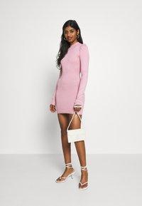 Missguided Petite - PUFF SLEEVE MINI DRESS - Pouzdrové šaty - rose - 1