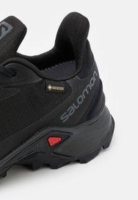 Salomon - ALPHACROSS 3 GTX - Trail running shoes - black - 5
