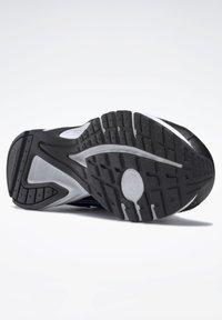 Reebok - QUICK CHASE - Zapatillas de running neutras - black - 4