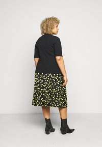 Selected Femme Curve - SLFNANNA CREW NECK TEE CURVE - Printtipaita - black - 2