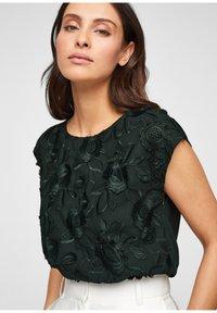 s.Oliver BLACK LABEL - Print T-shirt - leaf green - 3