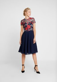 Chi Chi London - MERYN DRESS - Sukienka koktajlowa - navy - 2