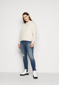 Calvin Klein Jeans Plus - HIGH RISE SKINNY ANKLE - Skinny džíny - 1a4 - 1