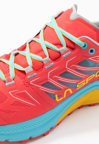 La Sportiva - JACKAL WOMAN - Trail running shoes - hibiscus/malibu blue - 5