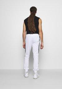 Kappa - INGVALDO - Pantalon de survêtement - bright white - 2