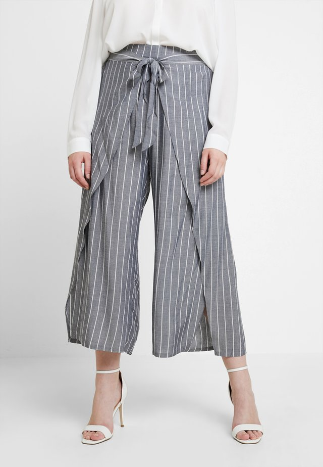 EXCLUSIVE PANT SIMPLY SWISH - Pantalon classique - chambray