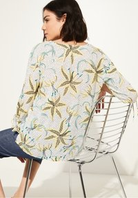comma casual identity - Blouse - white flowers & dots - 2