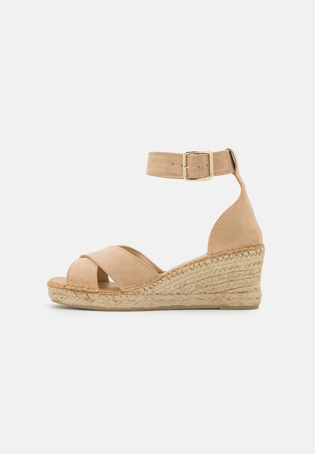 SLFESTHER WEDGE  - Sandalen met plateauzool - nude