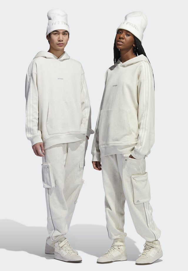 IVY PARK CARGO SWEAT PANTS (ALL GENDER) - Tracksuit bottoms - cream melange