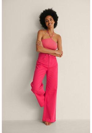 ORGANISCH FARBIGE WEICHE STEIFE  - Flared Jeans - pink