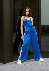 adidas Originals - TRACK PANTS - Träningsbyxor - collegiate royal - 5