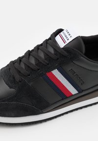 Tommy Hilfiger - RUNNER STRIPES - Sneakers basse - black - 5