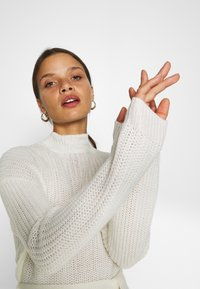 Missguided Petite - BASIC DRESS WITH BELT - Vestido de tubo - off white - 3