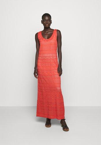 ABITO LUNGOSENZA MANICHE - Jumper dress - red