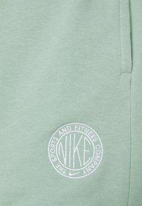 Nike Sportswear - FEMME - Short - steam/white - 5