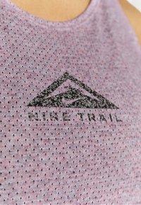 Nike Performance - CITY SLEEK TANK TRAIL - Funktionsshirt - team red/iron grey heather/reflective silver - 4