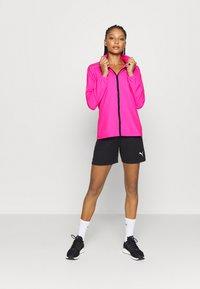 Puma - IGNITE WIND JACKET - Běžecká bunda - luminous pink - 1