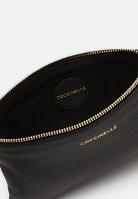 Coccinelle - NEW BEST SOFT  - Clutch - noir - 3