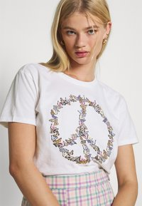 Hollister Co. - GRAPHIC EARTH DAY TEE - Print T-shirt - white - 3