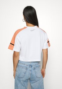 Nike Sportswear - ARCHIVE - T-Shirt print - white/healing orange - 2