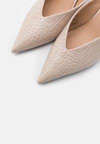 NA-KD - POINTY VCUT MULES - Pantofle na podpatku - nude - 5