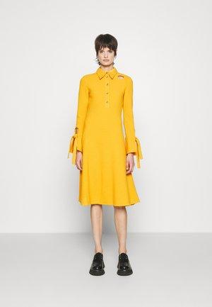 DRESS - Jumper dress - marigold