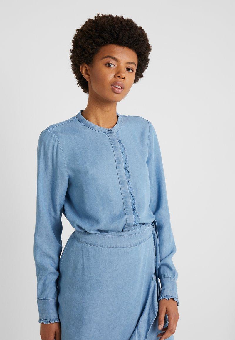 Bruuns Bazaar - LAERA SARI SHIRT - Button-down blouse - dawn blue