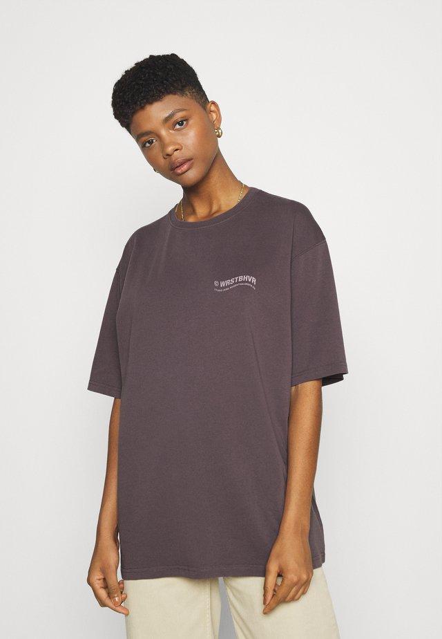 CIRCLE WASHED  - Print T-shirt - plum grey
