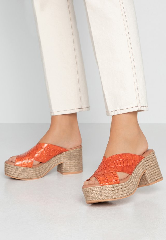 NILO - Heeled mules - burnt