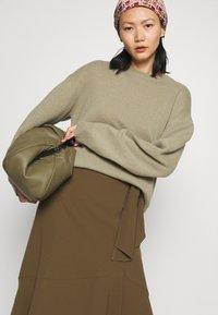 RIANI - Zavinovací sukně - militare - 3