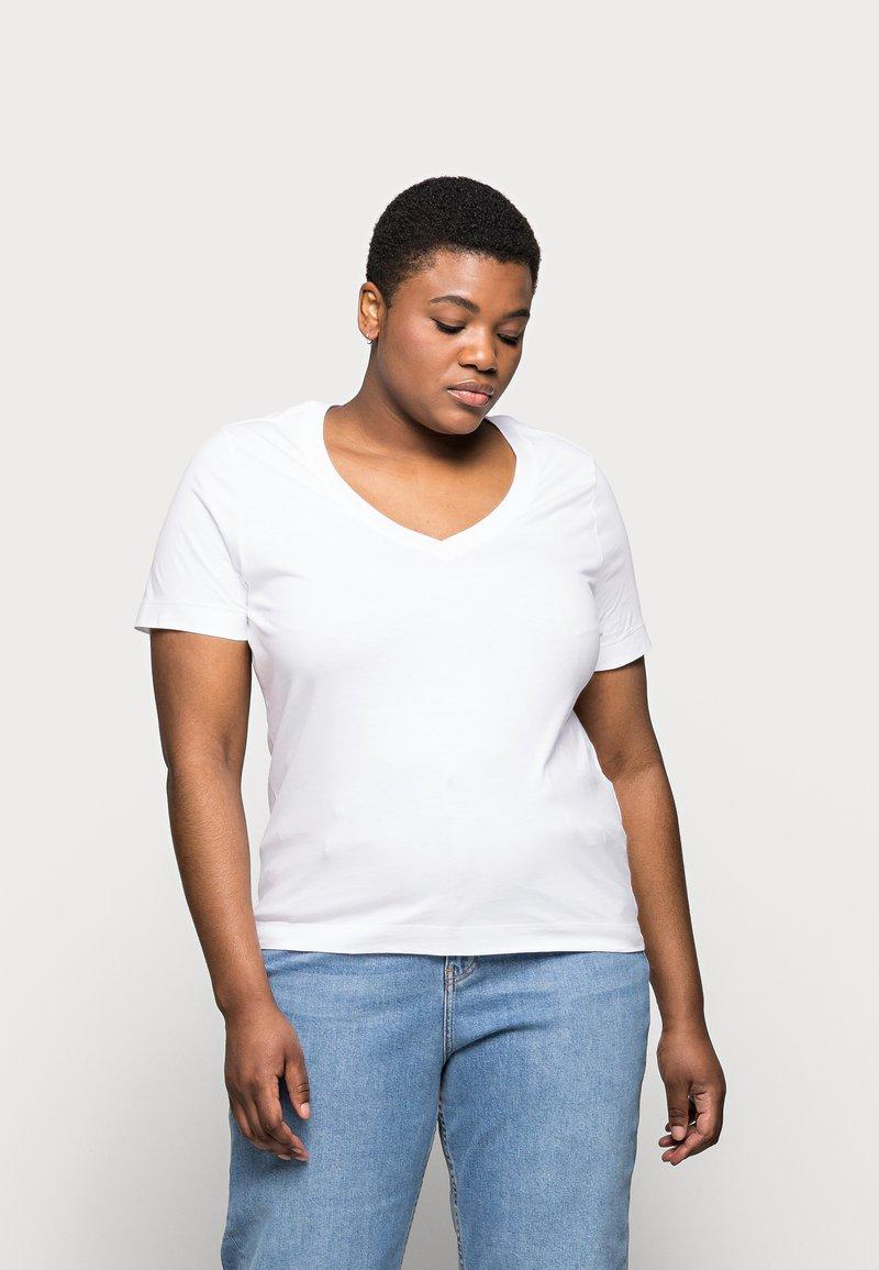 Selected Femme Curve - SLFANDARD NECK TEE - Jednoduché triko - bright white