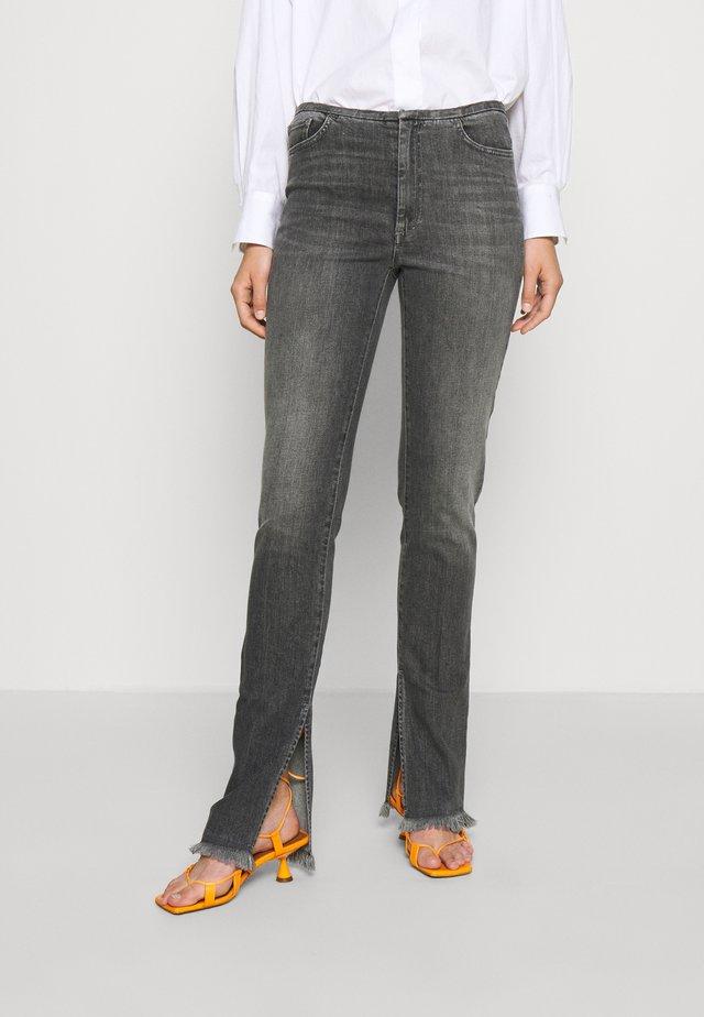 FLORES - Flared Jeans - black