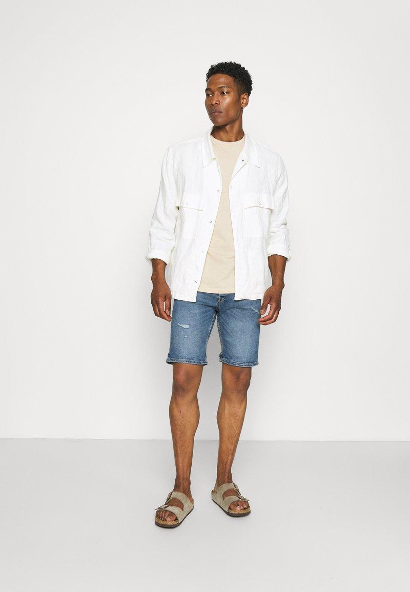 Newport Bay Sailing Club - CORE 3 PACK - Basic T-shirt - off white/stone/light blue
