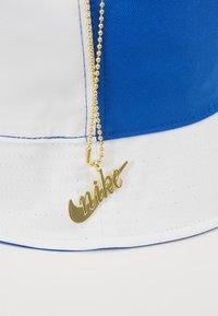 Nike Sportswear - BUCKET CAP - Hat - white/game royal/dark sulfur - 7