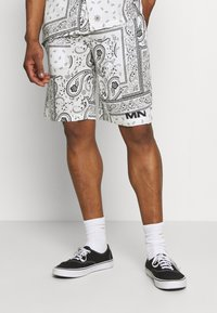 Mennace - BANDANA PRINT PULL ON - Shorts - white - 0