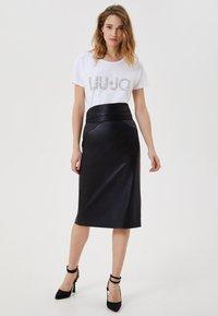 LIU JO - WITH JEWEL LOGO - T-shirt imprimé - white - 1