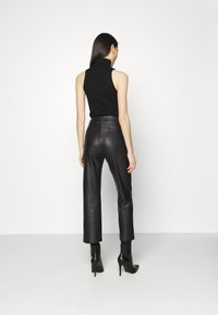 KENDALL + KYLIE - STRAIGHT PANTS - Trousers - black - 2