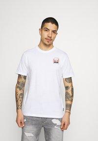 Only & Sons - ONSMIKKEL LIFE TEE - T-shirt med print - white - 0