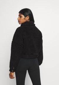 Pieces Petite - PCMAELYNN JACKET - Winter jacket - black - 2