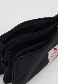 Propellerheads - Across body bag - black - 4
