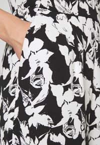 comma - OVERALL 3/4 - Jumpsuit - black/white - 5