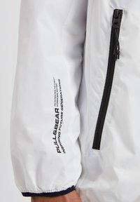 PULL&BEAR - Giacca outdoor - white - 4