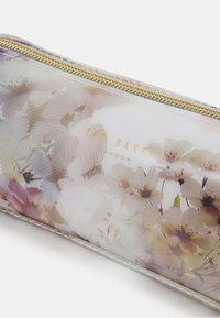 Ted Baker - SAMMIY - Kosmetická taška - ivory - 3
