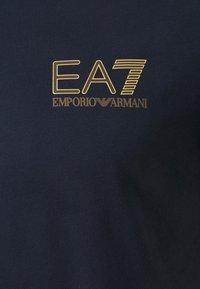EA7 Emporio Armani - Print T-shirt - dark blue - 6