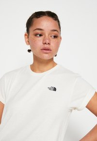 The North Face - W TISSAACK TEE  - Print T-shirt - vintage white - 6